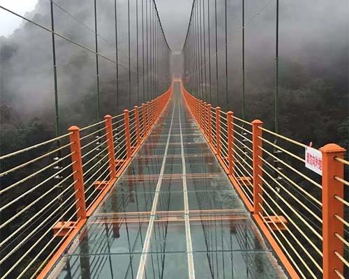玻璃吊桥案例