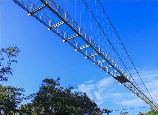 玻璃吊桥厂家安装施工完后如何清理遗留的胶质?