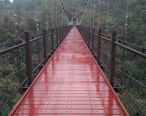为什么景区吊桥安装厂家建造木质桥都选用防腐木?