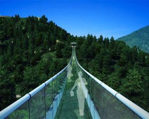 玻璃吊桥厂家概述玻璃吊桥进行保养的意义