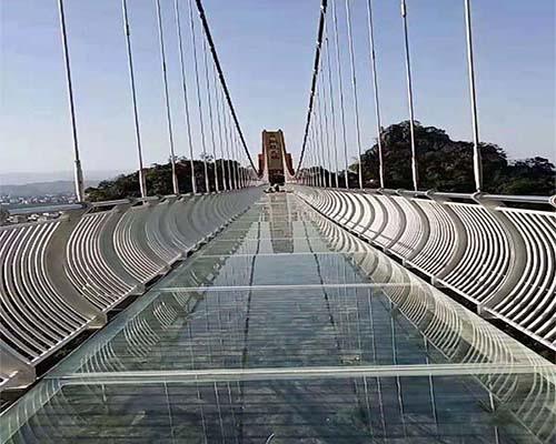 3D玻璃吊桥