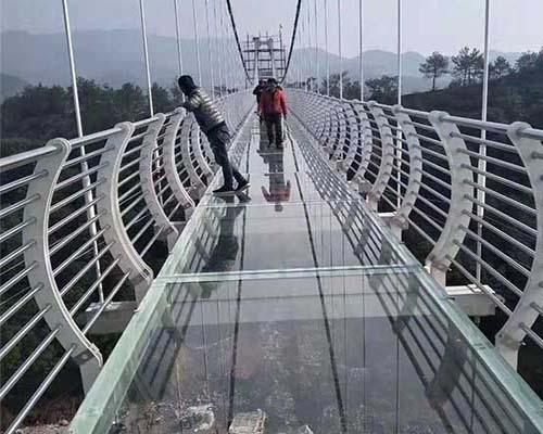 水上玻璃吊桥