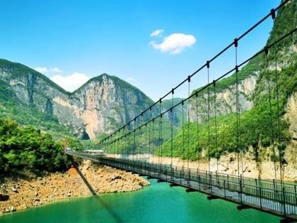 游乐玻璃吊桥
