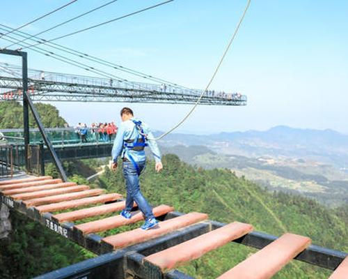 景区步步惊心吊桥